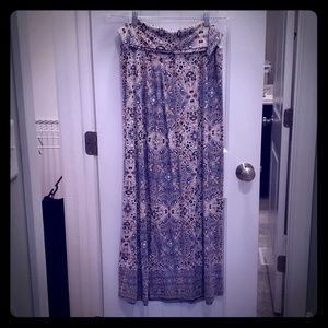 In like new condition maxi skirt